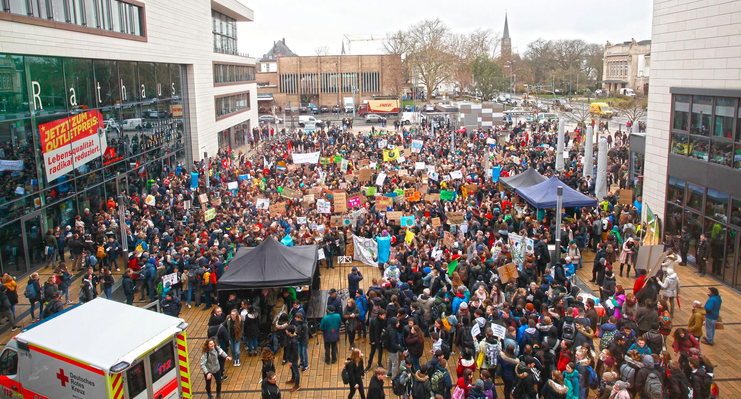 Tausende Menschen aus der Region gehen für das Klima auf die Straße