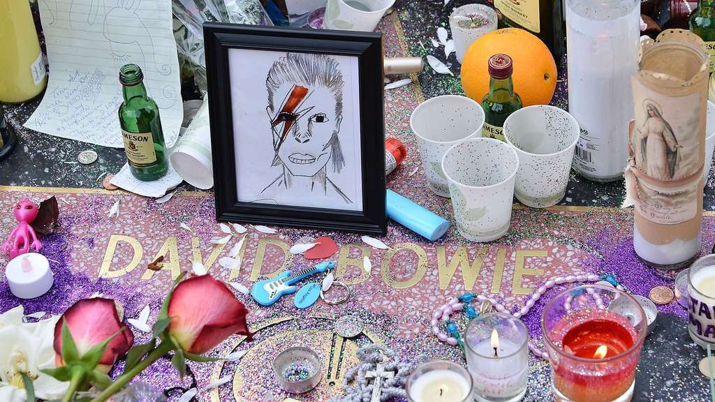 HOLLYWOOD, CA - JANUARY 11: A memorial on David Bowie&#39s star on The Hollywood Walk of Fame on January 11, 2016 in Hollywood, California. British music and fashion icon David Bowie died earlier January 10 at the age of 69 after a battle with cancer. Araya Diaz/Getty Images/AFP== FOR NEWSPAPERS, INTERNET, TELCOS & TELEVISION USE ONLY ==