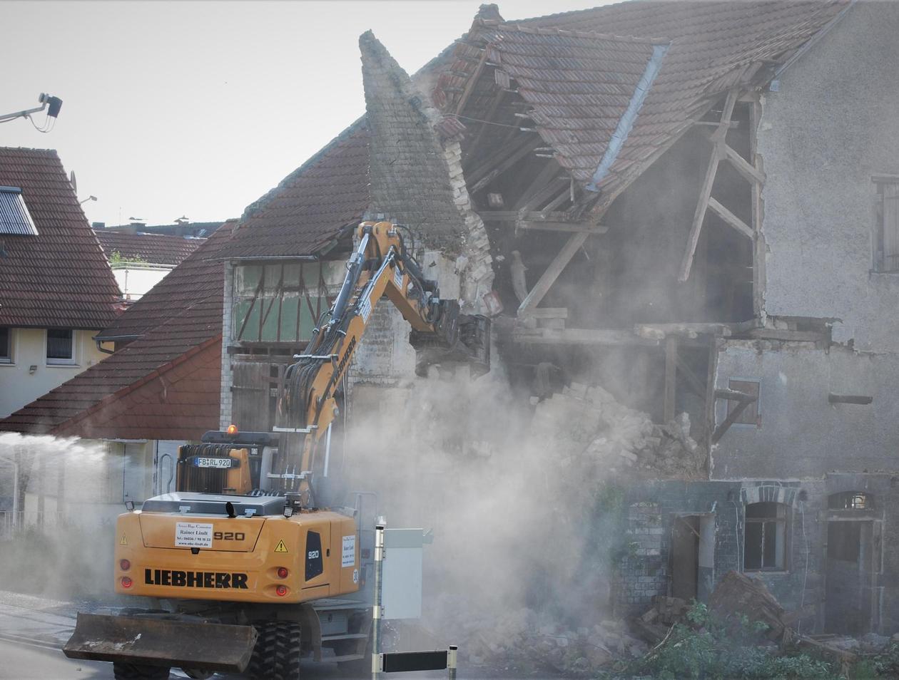 Super Scheune und Stall mitten in Lauter abgerissen | Laubach SY26