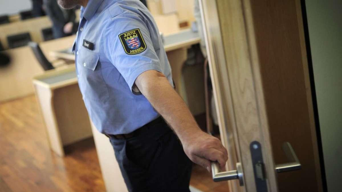 Limburg: Tochter sticht auf eigene Mutter ein - Gericht