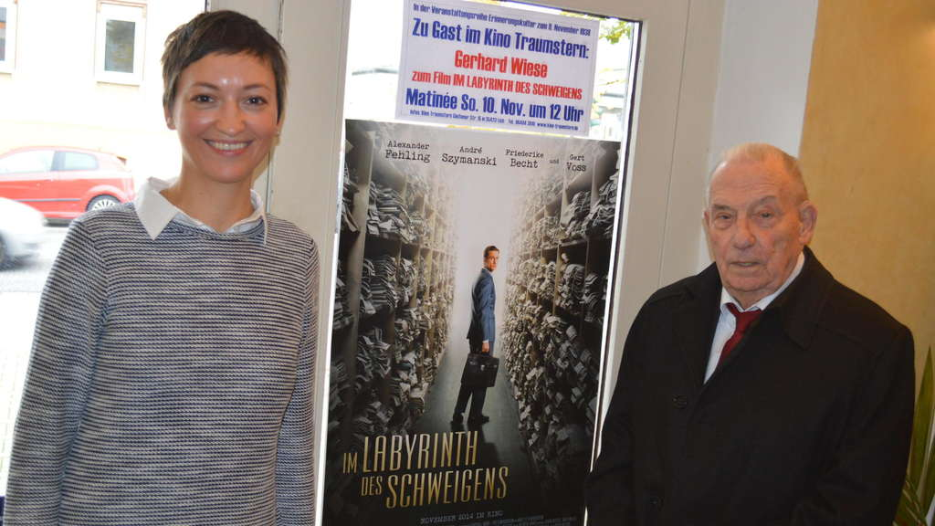 Staatsanwalt Gerhard Wiese mit Moderatorin Anika Wagner.