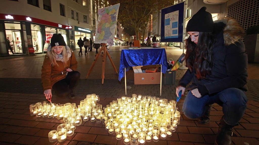 Gießen: Eine brennende Kerze für jede gepeinigte Frau | Gießen