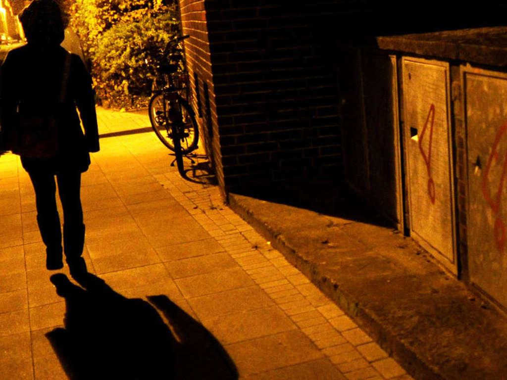 In einer Parkanlage in Lich ist es zu einem sexuellen Übergriff auf eine 60-Jährige gekommen.